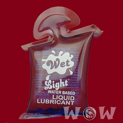 Wet_Light_Water_Based_Liquid_Lubricant_Pillow_400